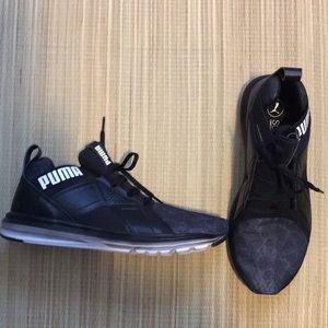 M PUMA sneakers